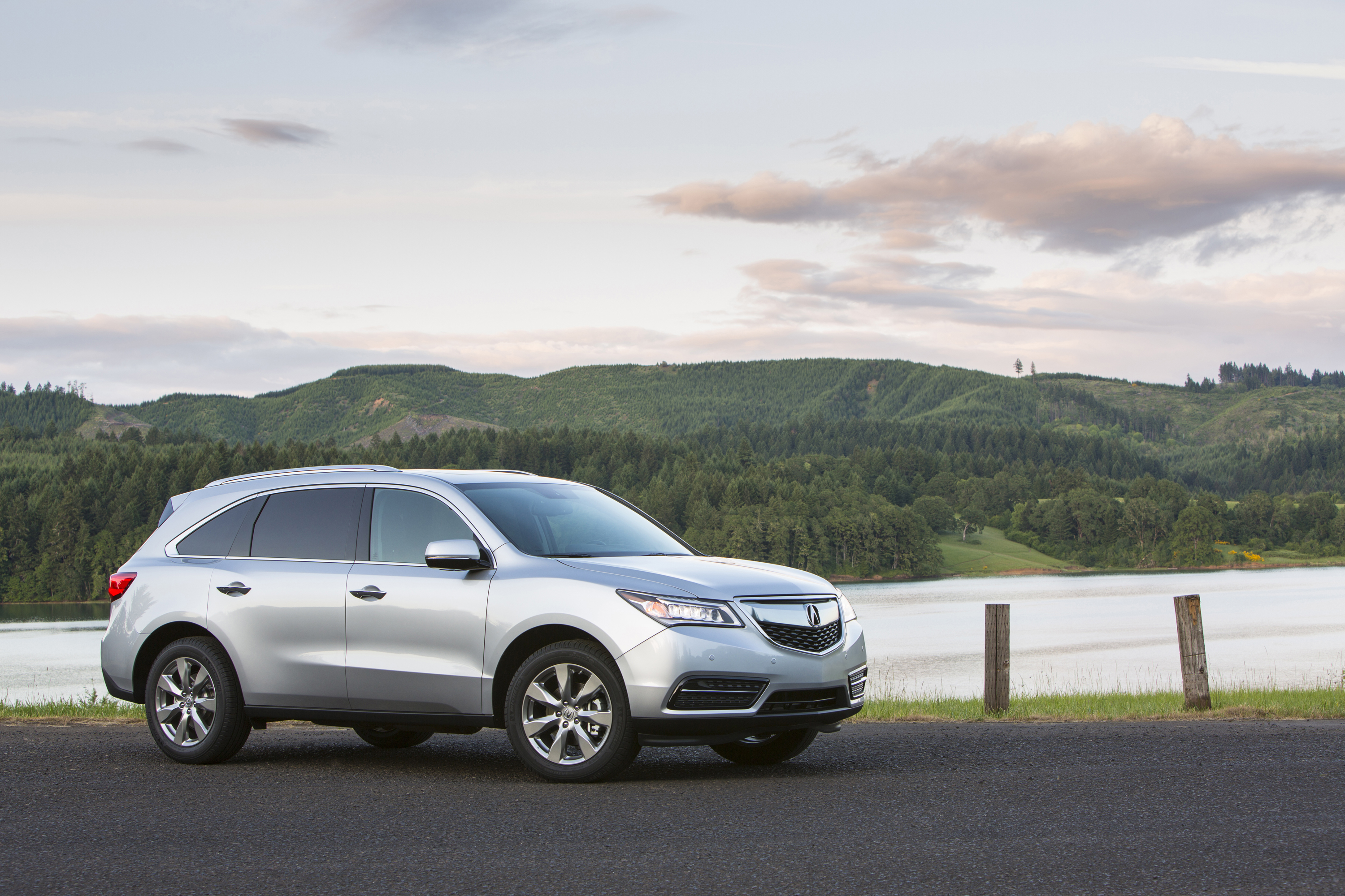 Highly Acclaimed and Award-winning Acura MDX Remains the Luxury SUV Standout for 2015