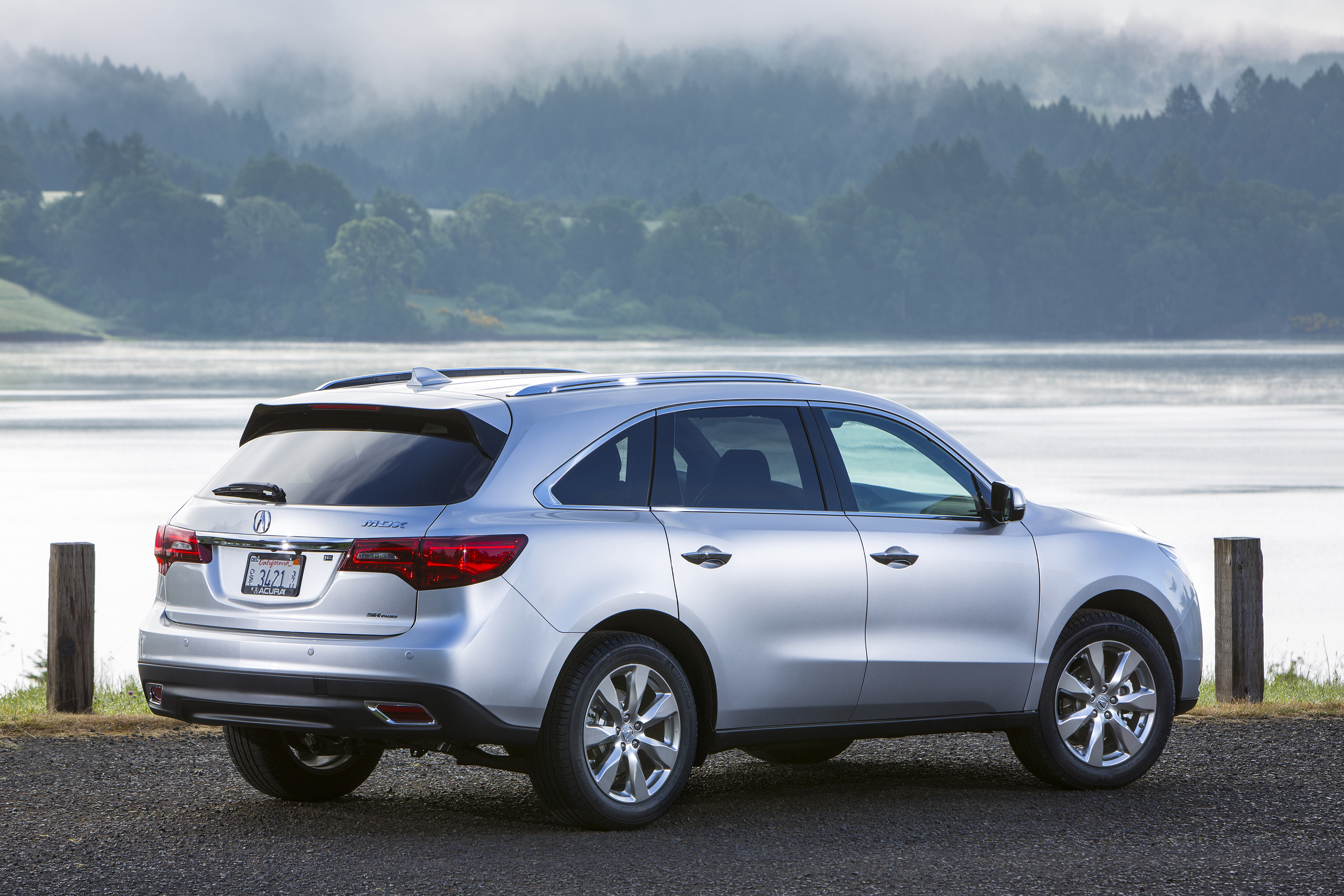 Acura MDX shatters May record, lifts light trucks to best May in division history